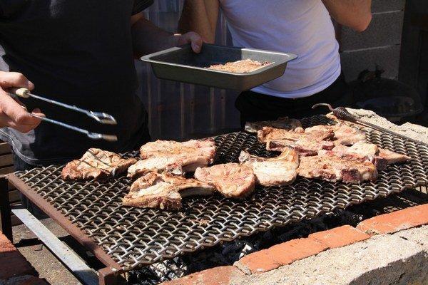 Pečenie mäsa nemusí byť najzdravšie.