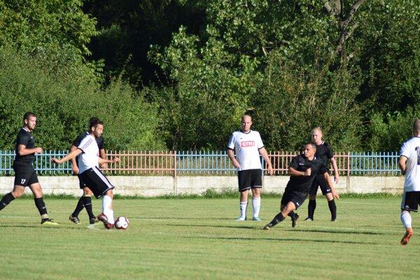 Záber zo zápasu 3. kola Komjatice - Bešeňov 0:3.