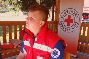Peter Sestrienka je predseda Územnej rady mládeže Slovenského Červeného kríža (SČK), Územného spolku Prievidza.