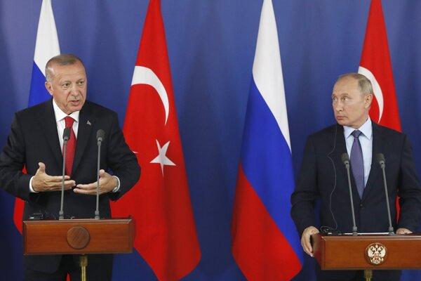 Recep Tayyip Erdogan na spoločnej tlačovej konferencii s ruským prezidentom Vladimirom Putinom.