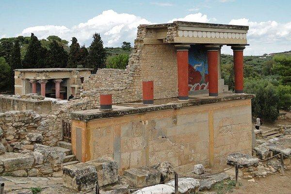 Pozostatky jednej z prvých vyspelých civilizácií v Európe – Minojcov – objavili v roku 1900 v paláci Knossos na ostrove Kréte. Vedci teraz zistili, že skutočný pôvod Minojcov nie je v Egypte, ale v Európe.