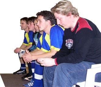 výber zimnej ligy tvorili hráči desiatich mužstiev, ktorý na lavičke viedol s. stračina (v popredí).