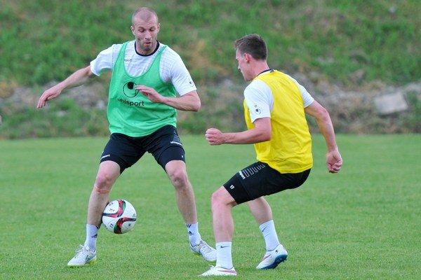 Jánošík (vľavo) bude prvý raz v kariére hrávať v Poľsku.