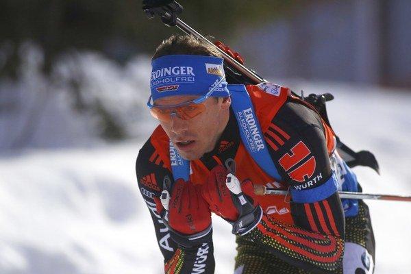 Stíhacie preteky ovládol Simon Schempp.