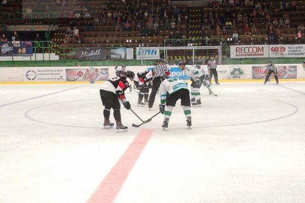 Zo zápasu MHC Nové Zámky - Capitals Bratislava