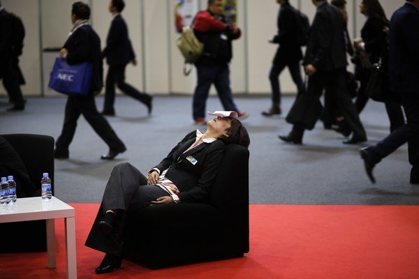 Dlhodobo spávať menej ako šesť hodín môže organizmu škodiť.
