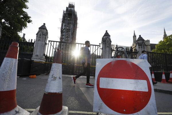 Britský parlament čoskoro zavrú aj pre poslancov.