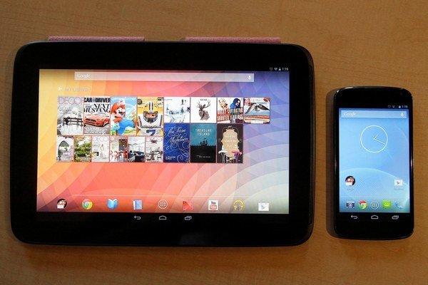 Vlľavo tablet Nexus 10 a smartfón Nexus 4, ktorý pre americkú firmu vyrába spoločnosť LG. Zatiaľ nie je jasné, či nový X Phone má byť súčasťou rady Nexus.
