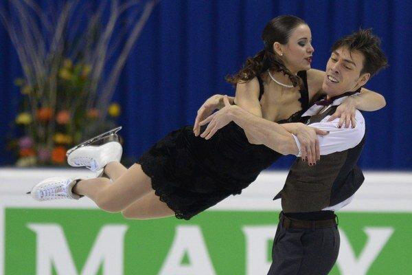 Slovenský pár Lukáš Csölley a Federica Testová počas voľnej jazdy v súťaži tanečných párov.