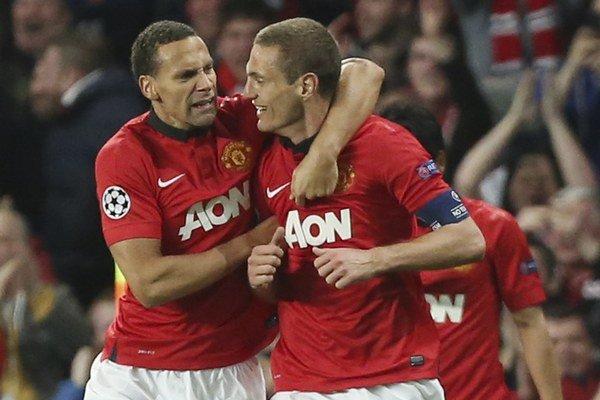 Rio Ferdinand (vľavo) a Nemanja Vidič hrali spolu za Manchester United.
