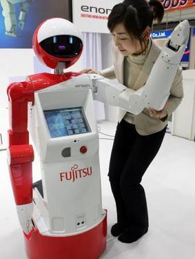 foto - reuters: informačný robot enon z minuloročného veľtrhu robotov v japonsku.