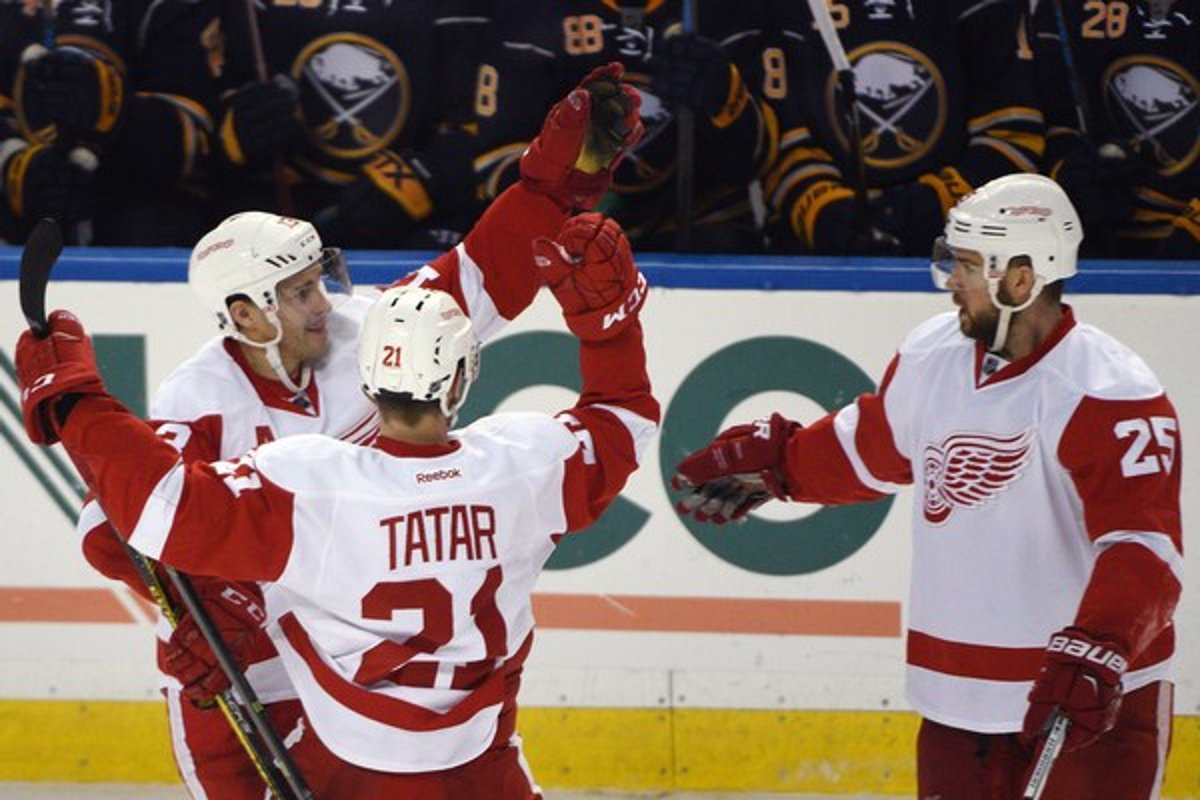 be2a38aa82e57 Hokejisti Detroitu sa tešia z víťazného gólu Tomáša Tatara.(Zdroj: TASR/AP)