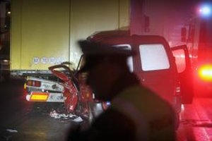 Dopravných policajtov budú platiť aj podľa počtu nehôd.