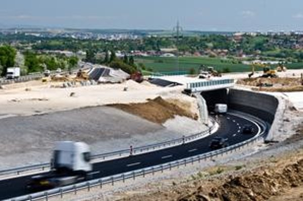 Hotový je už aj úsek medzi Trnavou a Nitrou pred mostom pri Lehote.