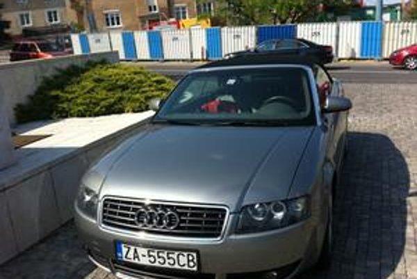 Špeciálne čísla mávajú na autách aj politici. Na svojich autách ich obľubuje Ján Slota.