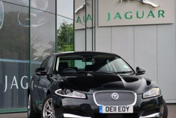 Jaguar XF modelového roka 2012, ktorý bol použitý v teste sa začne na Slovensku predávať v septembri 2011.