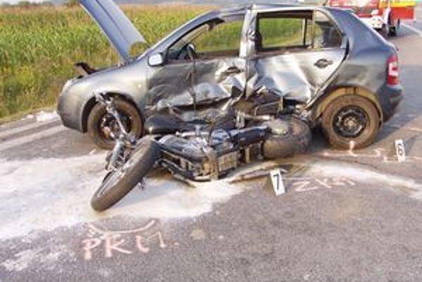 V utorok popoludní sa na ceste za Tornaľou v smere do Rožňavy stala tragická dopravná nehoda, pri ktorej neprežil motorkár. Zrazil sa v križovatke s osobným autom.
