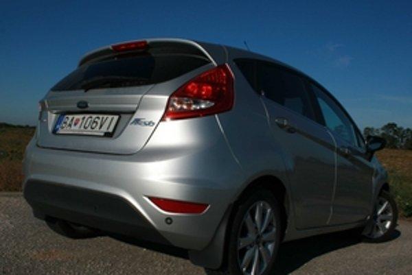 Keby nerozhodovali financie, Fiesta ponúkne zaujímavú koncentráciu techniky a kvalitnej jazdy v malom aute. Stačí kilometer jazdy a Fiesta sa pozná, pocit z jazdy je úžasný.