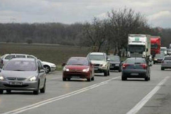 Kde si majú vodiči umiestniť navigačný prístroj, aby im za to nehrozila pokuta alebo dopravná nehoda?