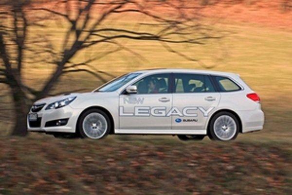 Stredná trieda je špecifická tým, že kombíky bývajú často krajšie ako sedany. Subaru Legacy Touring Wagon je toho príkladom.