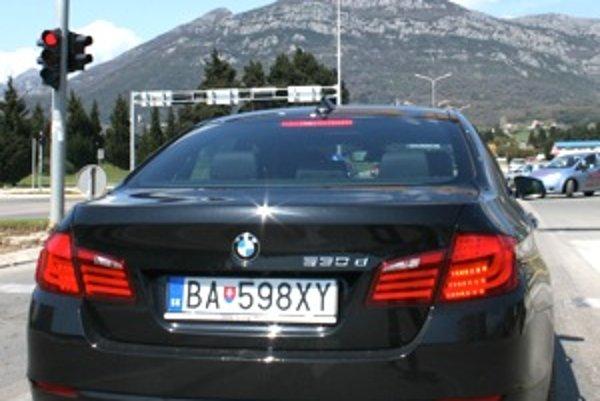Na dopravné značenie sa môžete v Čiernej hore spoľahnúť. Na vstupe zaplatíte desať eur ako ekologický poplatok za znečistenie ovzdušia.