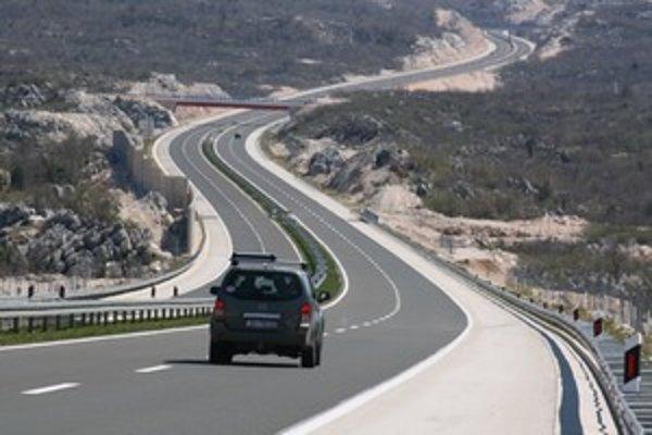 Cesta do strednej Dalmácie je ako vždy rýchla a pohodlná aj vďaka dobrej starostlivosti. Dvojročný úsek diaľnice D1 pred Ravčou sa nepredĺži.