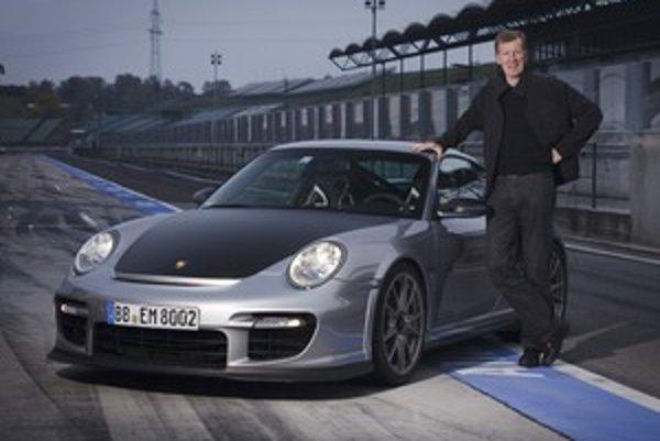 Dvojica. Majster volantu Walter Röhrl a Porsche, ktoré on sám považuje za najlepší model na okruhové jazdenie spolu s GT3 RS. Na bežné cesty mu postačí 911 Turbo.