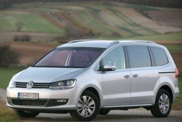 Volkswagen Sharan jazdí veľmi komfortne a s dobrým odfiltrovaním kmitov veľkej karosérie. Jazdné vlastnosti sú na tento účel prvotriedne.
