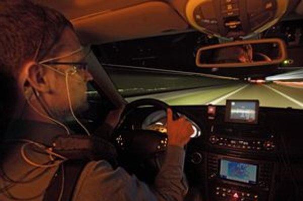Podľa výskumov sa reakčný čas vodiča po prvých štyroch hodinách jazdy bez prestávky predlžuje o 50 percent. Riziko únavy a vzniku mikrospánku pritom vodič často sám ani vôbec nespozoruje.