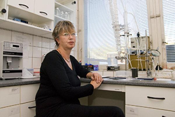 Ing. Alexandra Zahradníková, DrSc. pracuje na Oddelení pre výskum svalových buniek na Ústave molekulárnej fyziológie a genetiky SAV. Zaoberá sa bunkovou a molekulárnou fyziológiou kardiomyocytov a mechanizmami, ktoré riadia aktivitu ryanodínových receptor