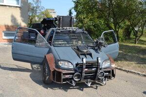 Špeciálne bojovo upravené auto.