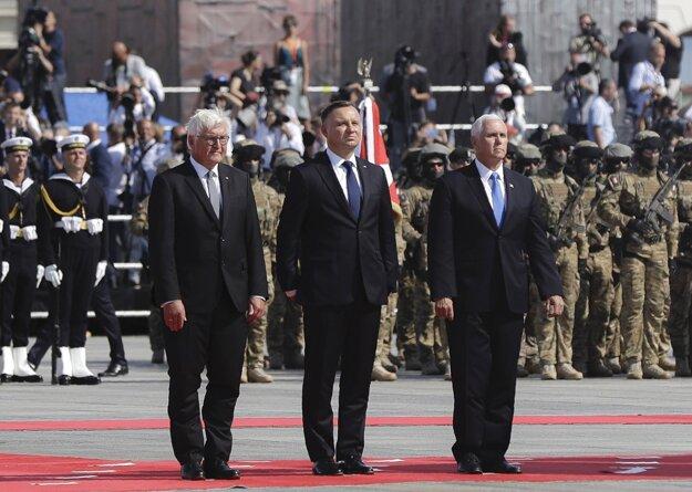 Nemecký prezident, poľský prezident a americký viceprezident vo Varšave.
