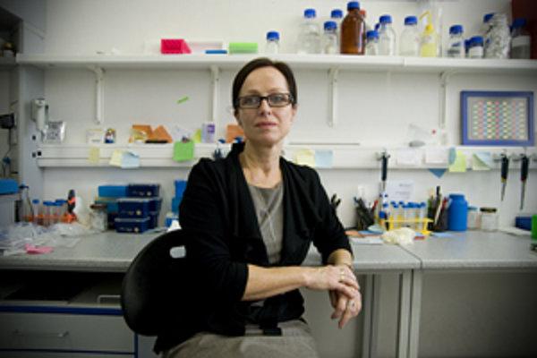 Prof. RNDr. Silvia Pastoreková, DrSc. (1961) je vedúcou Oddelenia molekulárnej medicíny na Virologickom ústave SAV. Študovala na Prírodovedeckej fakulte UK, diplomovú a doktorandskú prácu robila na Virologickom ústave SAV u RNDr. Jana Závadu DrSc,.