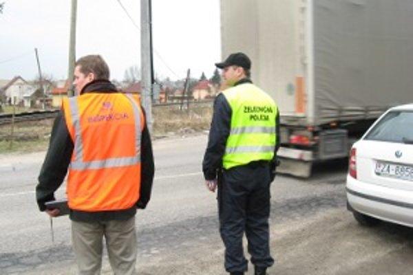 Policajti sa pri kontrole zamerali na železničné priecestia.