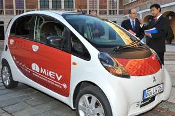 Memorandum o porozumení má zabezpečiť prílev elektromobilov Mitsubishi do Monaka. Kniežactvo na čele s princom Albertom chce byť svetovým v oblasti využitia elektromobilov na jedného obyvateľa.