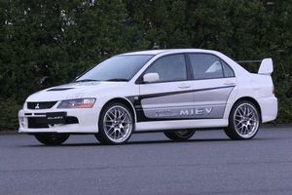 Potenciál systému MIEV reprezentuje Lancer Evolution, ktorý má v každom náboji zabudovaný elektromotor s výkonom 50 kW.
