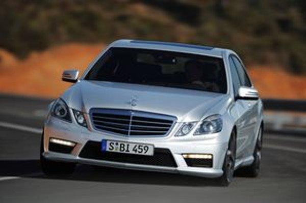 Silný Mercedes E63 AMG má zaujať v prvom rade zníženou spotrebou a športovou prevodovkou.