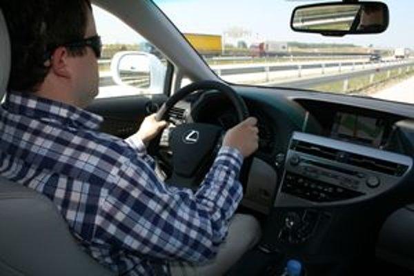 Nezabúdajte, že aj v luxusnom aute sa dá klimatizácia vypnúť. V automatickom režime nemeňte teplotu veľkými skokmi.