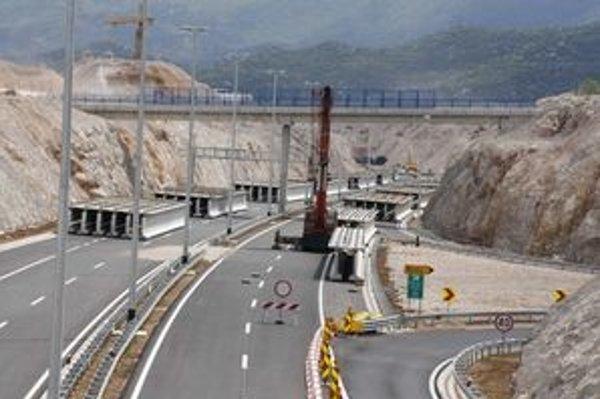 Diaľnica sa zatiaľ končí pri Ravči. Podľa odhadov by sa mohla cesta v tomto lete zrýchliť o úsek po Vrgorac.