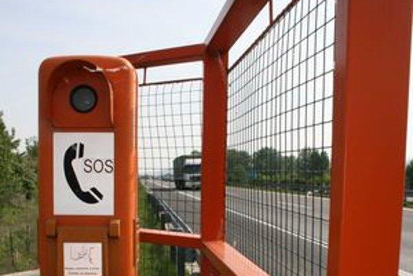 Núdzové telefóny na diaľnici fungujú a spoja motoristu s operátorom strediska správy a údržby diaľnic a rýchlostných ciest. Sú využité iba minimálne.