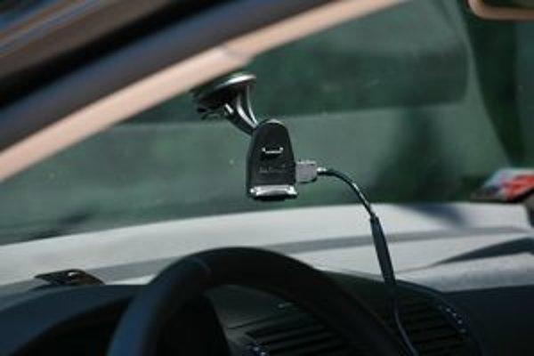 Navigačné prístroje sú väčším lákadlom ako autorádiá. Konzola pripnutá na čelnom skle je pre zlodeja dôvodom na rozbitie okna.