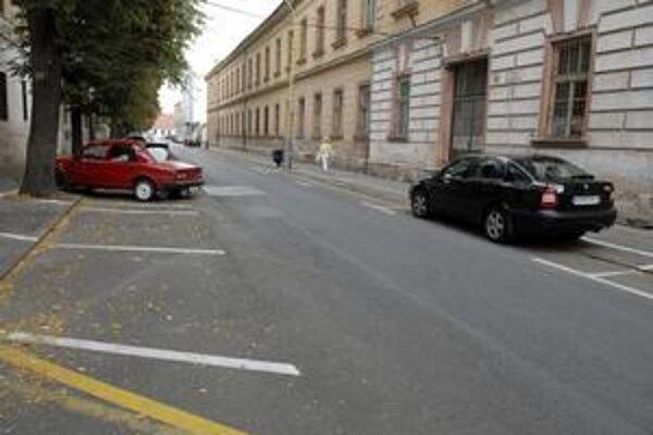 Takto prázdnu Baštovú ulicu by ste pred 1.augustom našli vo štvrtok dopoludnia asi ťažko.