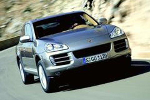 Nové Porsche Cayenne potrebuje na šprint  z 0 na 100 km/h iba 8,1 sekundy, maximálna rýchlosť činí 227 km/h. Na porovnanie - hodnoty predchodcu boli 9,1 sekundy a 214