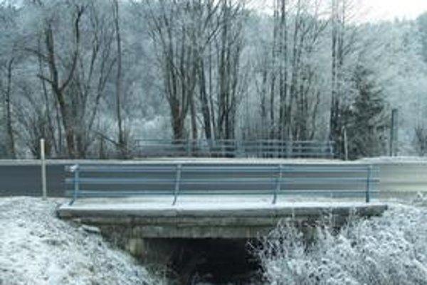 Kritické miesta sú v dolinách , bez prístupu slnka a na mostoch v blízkosti potokov.