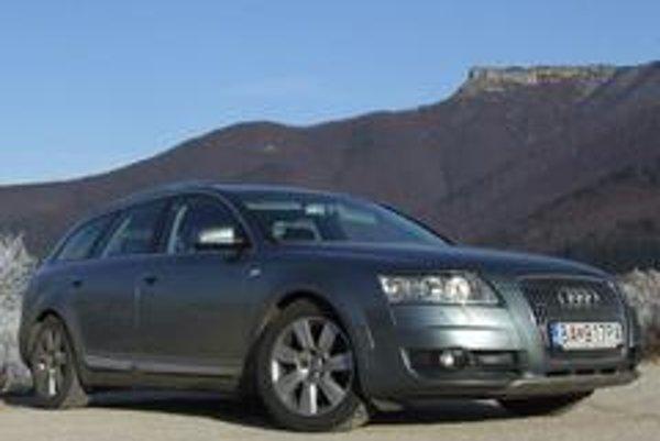 V triede luxusných automobilov tiež rozhodujú peniaze. Slabší motor 2,7 TDI je úspornejší, lacnejší a hendikep výkonu zanedbateľný.