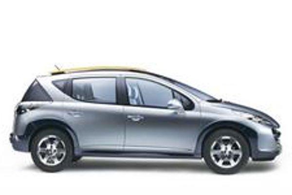 Oplastované kombi s vyššou svetlou výškou je dlhé 4156 mm, čo je o 125 mm viac než základná päťdverová karoséria (hatchback).