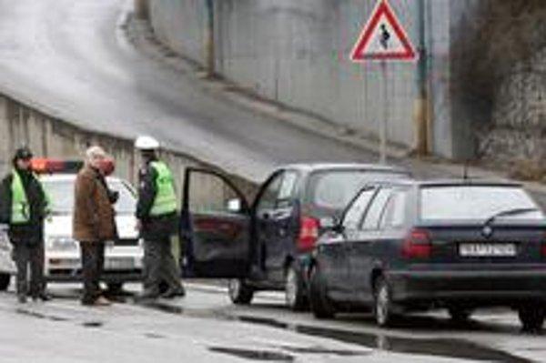 Počet nehôd spôsobených neprimeranou rýchlosťou klesá. Najčastejšími príčinami nehôd sú nesprávny spôsob jazdy a porušenie základných povinností vodičov. Následky nehôd vo vysokej rýchlosti však bývajú tragické.