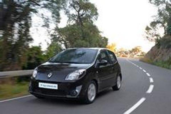 Tvary a proporcie prednej časti auta jasne vyjadrujú orientáciu konštruktérov na bezpečnosť pri nárazových testoch a ochranu chodcov.