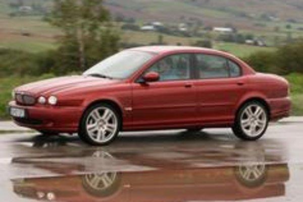 Jaguar X - Type 2,2 D ponúka zaujímavé vyžitie za volantom pri extrémne nízkej spotrebe. S históriou slávnej značky korešponduje iba zovňajšok.