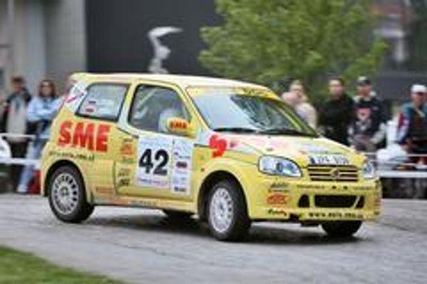 Posádka denníka SME odštartuje v Košiciach opäť na osvedčenej technike  Suzuki Ignis Sport.